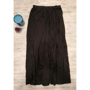🆕️ NWOT Long Black Flowy Skirt 🆕️